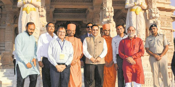 Vijay Rupani apprises PM Modi of preparations for Vibrant Gujarat meet