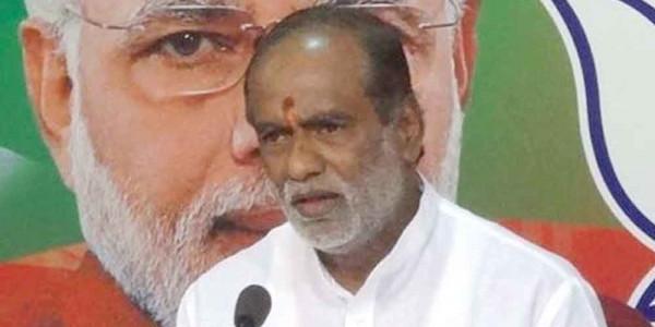 Asaduddin Owaisi running government, not KCR: Telangana BJP president