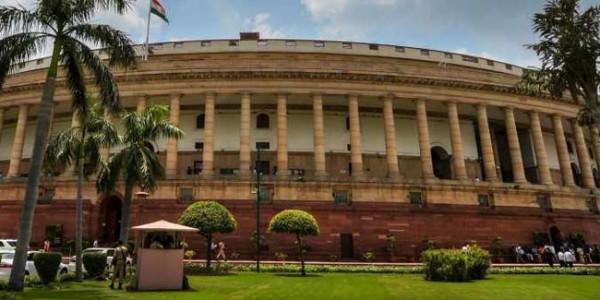 संसद में उठा दिल्ली में 3 बच्चियों की मौत का मामला, चर्चा की मांग