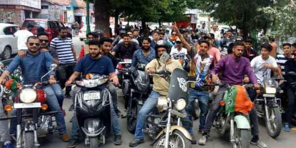 मोदी सरकार के चार साल पूरे होने पर भाजयुमो ने निकाली बाइक रैली