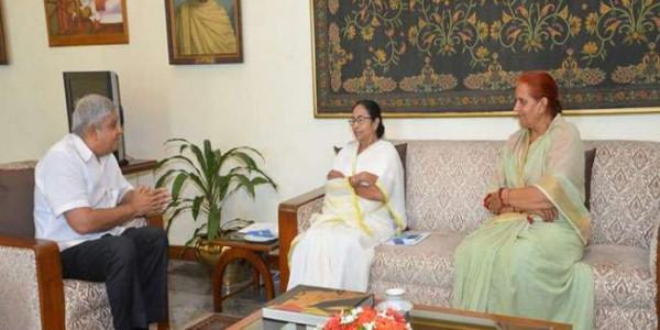पश्चिम बंगाल की मुख्यमंत्री ममता बनर्जी ने राज्यपाल जगदीप धनखड़ से की मुलाकात