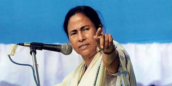 ममता बनर्जी ने अपनी ही पुलिस को कठघरे में किया खड़ा, कहा - सेफ ड्राइव-सेव लाइफ के नाम पर पैसे वसूल रही है पुलिस
