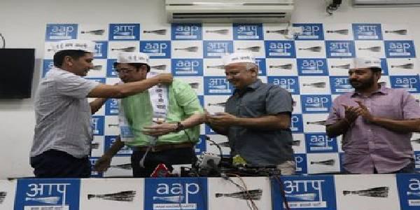 झारखंड में कांग्रेस को झटका, पूर्व अध्यक्ष अजय कुमार AAP में शामिल