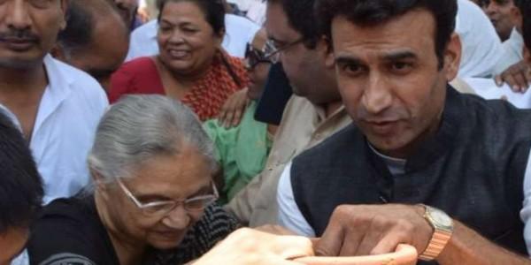 बिजली-पानी संकट पर शीला दीक्षित के नेतृत्व में कांग्रेस का मटका फोड़ प्रदर्शन