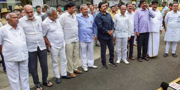17 Rebel Karnataka MLAs Remain Disqualified: SC