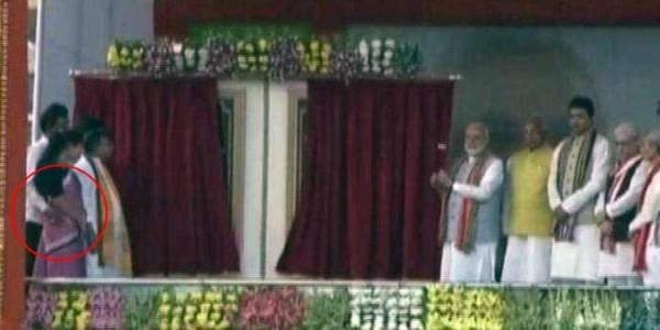 on-stage-with-pm-modi-tripura-minister-monoj-kanti-deb-groped-colleague-video-shows