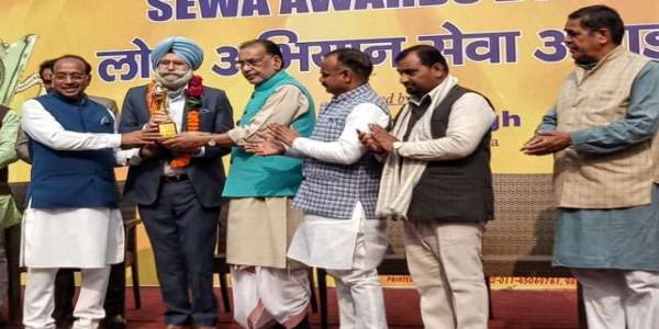 h-s-phoolka-got-honored-from-bjp-leader-radha-mohan-singh-and-vijay-goel