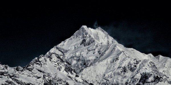 Sikkim Simmers Over Centre's Move to Open 'Sacred' Peak of Kanchenjunga for Treks