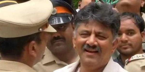 बागी विधायकों से मिलने से रोका तो बोले कर्नाटक के मंत्री- राजनीति में हमारा जन्म साथ में हुआ और मरेंगे भी साथ में
