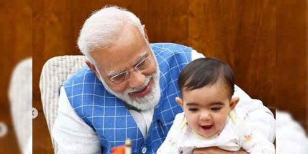 PM मोदी ने पोस्ट की बच्चे के साथ तस्वीर, उमर अब्दुल्ला से ये भी बर्दाश्त नहीं!