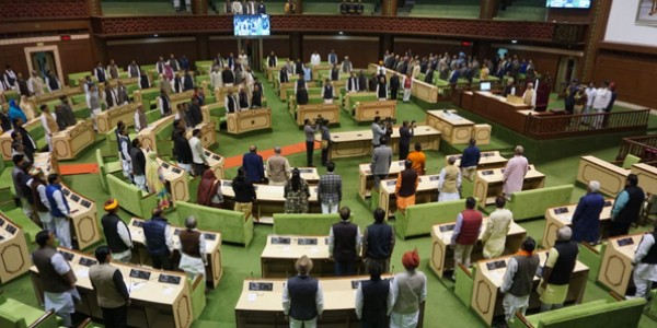 hungama-for-the-debt-waiver-of-farmers-in-rajasthan-assembly