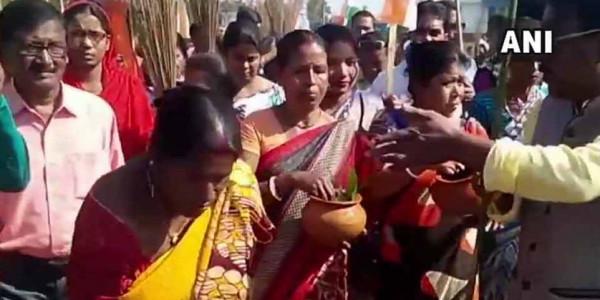 जिस जगह पर BJP ने की रैली, वहां TMC ने गंगाजल और गोमूत्र से किया शुद्धिकरण