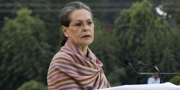 RTI को कमजोर करना चाहती है मोदी सरकार: सोनिया गांधी
