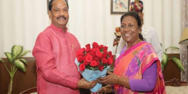 मुख्यमंत्री रघुवर दास ने राज्यपाल द्रौपदी मुर्मू से की मुलाकात