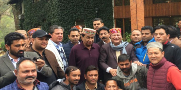 chief-minister-kamal-nath-reached-manali-for-enjoy-vacation