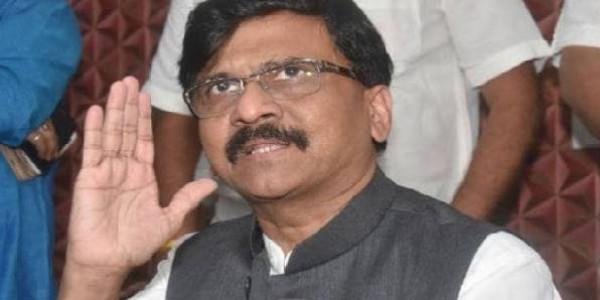 महाराष्ट्र में जारी है सियासी घमासान, बहुमत के दावे के बाद सोमवार को राज्यपाल से मिलेंगे शिवसेना नेता संजय राउत