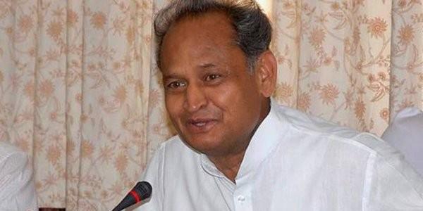 गहलोत बोले जाति की वजह से आडवाणी की जगह कोविंद बने राष्ट्रपति ; भाजपा ने किया पलटवार