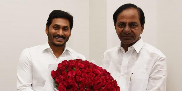 CMs of Andhra and Telangana agree to link Godavari and Krishna rivers