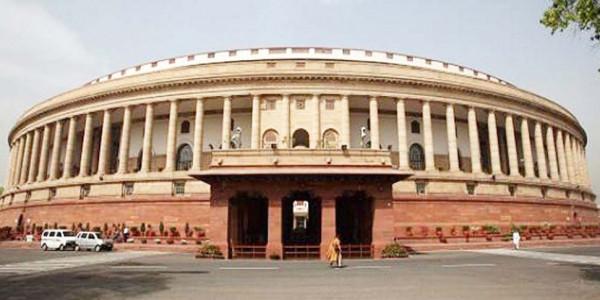 'हिंदी का अपमान संसद से ही शुरू होता है'