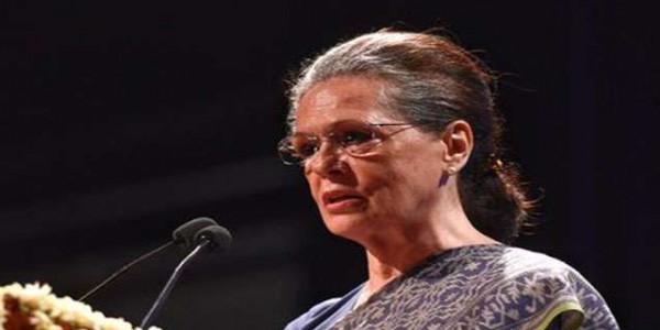 सोनिया गांधी से मिला वरिष्ठ कांग्रेसियों का जत्था, अध्यक्ष पद पर फैसला एक-दो दिनों में