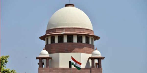 SC Issues Notice to Center and UIDAI Over Aadhaar Law