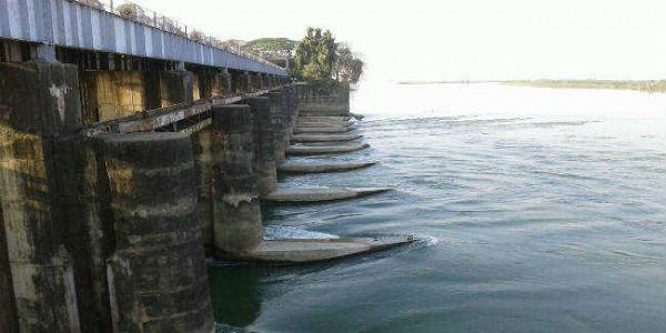 सीएम ने पीएमओ से की बात, फरक्का डैम से गंगा का पानी छोड़ने का अनुरोध