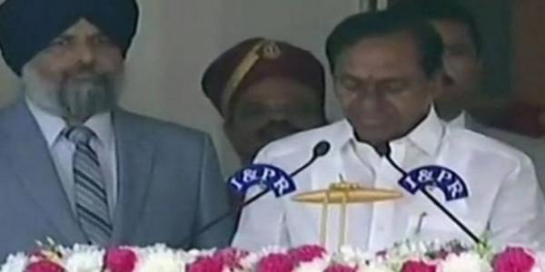 तेलंगाना: प्रचंड बहुमत के बाद केसीआर ने ली सीएम पद की शपथ