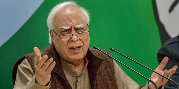 कांग्रेस ने प्रधानमंत्री मोदी के 'गाय' और 'ओम' वाले भाषण का विरोध करते हुए कहा- विश्वविद्यालयों की चिंता कीजिए