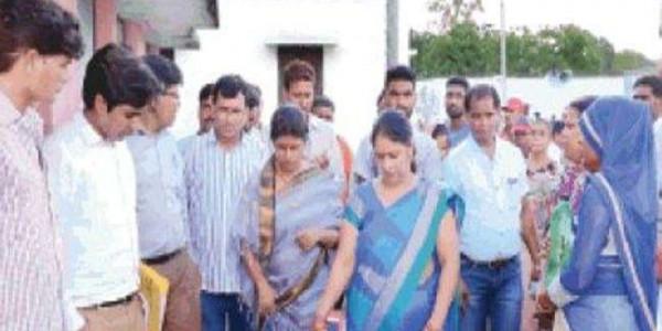 मां की जगह बेटी कर रही थी ड्यूटी, राज्यमंत्री स्वाति सिंह ने किया निलंबित