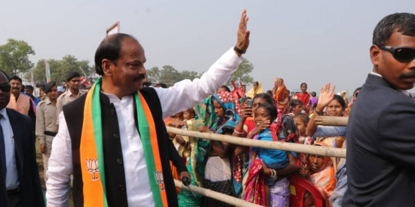 JMM isa party where father &son both trying to become CM- Raghubar Das