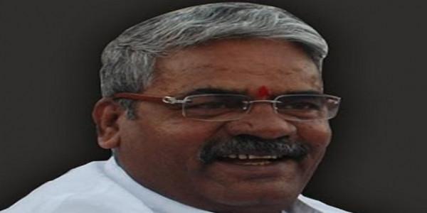 Fadnavis sends Sena MP's complaint to principal secy
