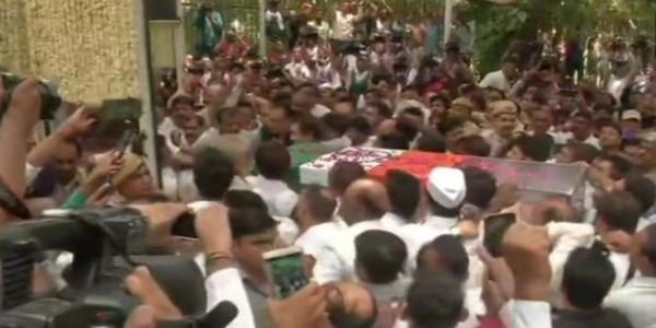 पंचतत्व में विलीन शीला दीक्षित, राजकीय सम्मान के साथ हुआ अंतिम संस्कार