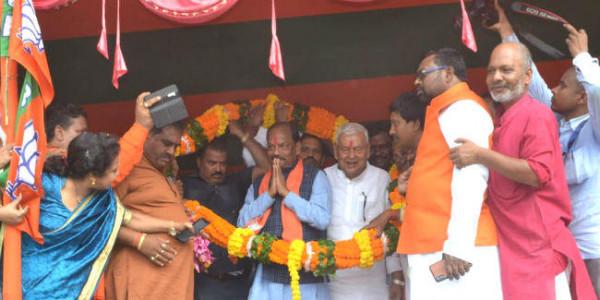 मुख्यमंत्री रघुवर ने कहा- फिर से बनाइए डबल इंजन की सरकार