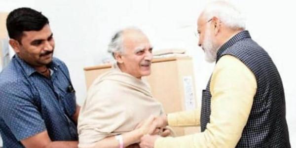 अस्पताल में भर्ती अरुण शौरी से मिलने पहुंचे PM मोदी, कहा- अद्भुत रही बातचीत