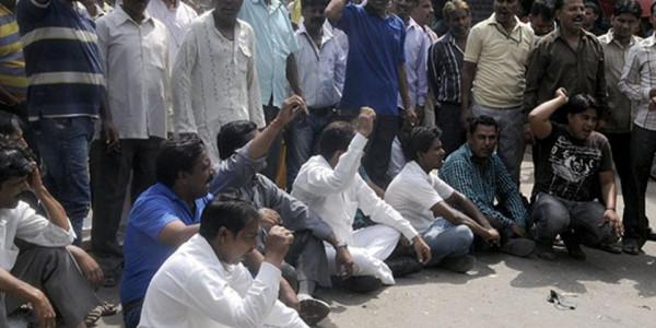 Sanitation Workers Protest Outside Arvind Kejriwal's House in Delhi
