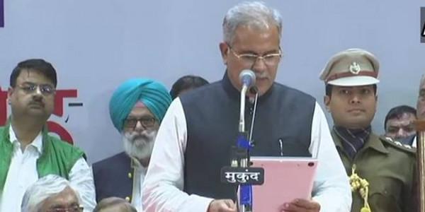 भूपेश बघेल का राजतिलक, सिंह देव और साहू ने ली मंत्री पद की शपथ