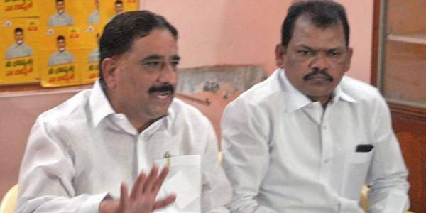 YSRCP MLA illegally transporting sand to Karnataka, alleges Kalava