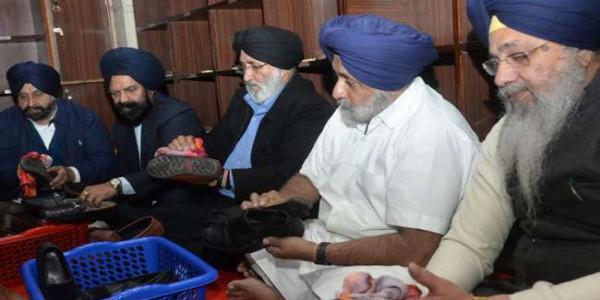 Akali Dal Foundation Day: सुखबीर ने साफ किए बर्तन व जूते, हरसिमरत ने बनाई रोटियां