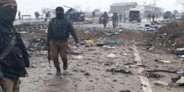 पुलवामा आतंकी हमले में CRPF के 44 जवान शहीद, राज्यपाल व सीएम ने जताया दुख
