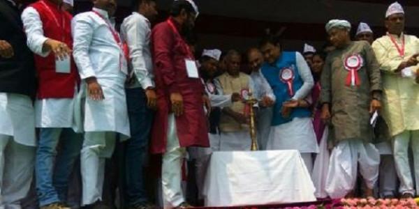 पटना में जीतन राम मांझी का गरीब महासम्मेलन शुरू, राबड़ी-तेजप्रताप ने मंच से बनाई दूरी