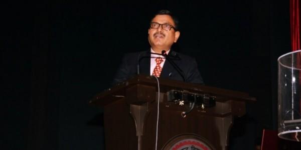 यूपी की ब्यूरोक्रेसी में 'जेम्स बॉन्ड' कहे जाते हैं डॉ. प्रभात कुमार, जानें UPPSC के नए चीफ के बारे में