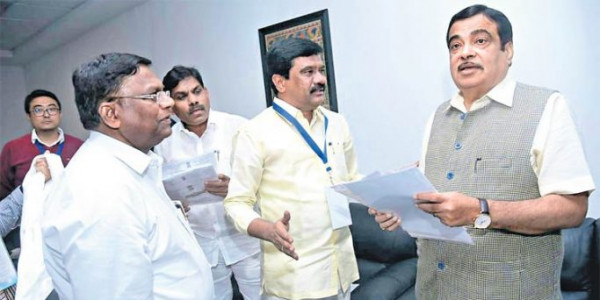 Prashanth Reddy takes up issues with Gadkari