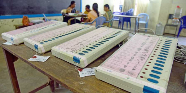EVM glitches at Maharashtra polling booths, Congress complains to EC