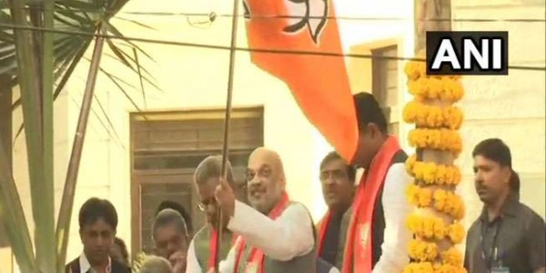 gujarat-bjp-president-amit-shah-flags-off-mera-pariwar-bjp-pariwar-campaign-from-his-residence-in-ahmedabad