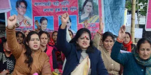 उत्तराखंड सरकार के खिलाफ आंगनबाड़ी कार्यकत्रियों का प्रदर्शन