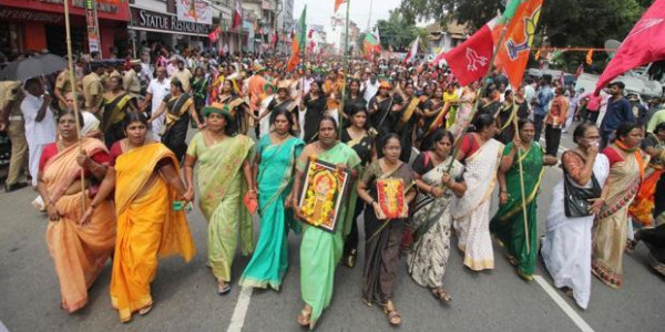 सबरीमाला मुद्दे पर अब आदिवासियों ने जताया विरोध, कहा अशुद्ध महिलाएं नहीं कर सकतीं मंदिर में प्रवेश