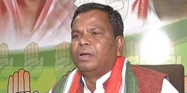 उद्योग मंत्री कवासी लखमा की प्रेस कॉंफ्रेंस में आपस में भिड़े कांग्रेसी