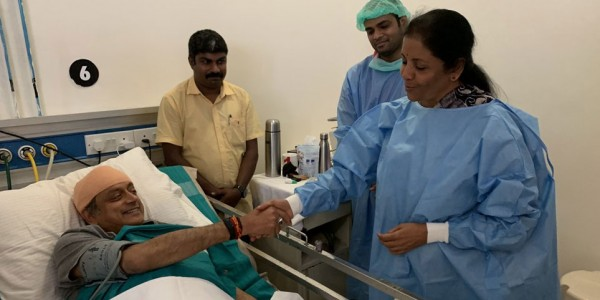 शशि थरूर से अस्पताल मिलने पहुंचीं सीतारमण, ट्वीट कर बोलें, भारतीय राजनीति में ये शिष्टाचार है