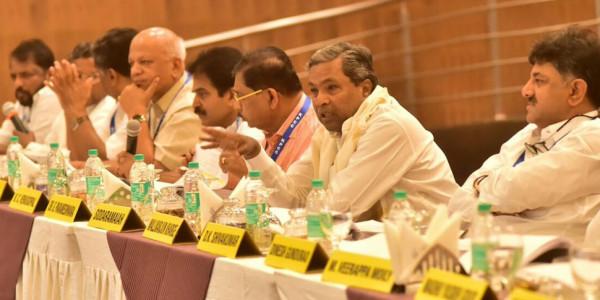 फ्लोर टेस्ट से पहले कर्नाटक में आज कांग्रेस विधायकों की बैठक
