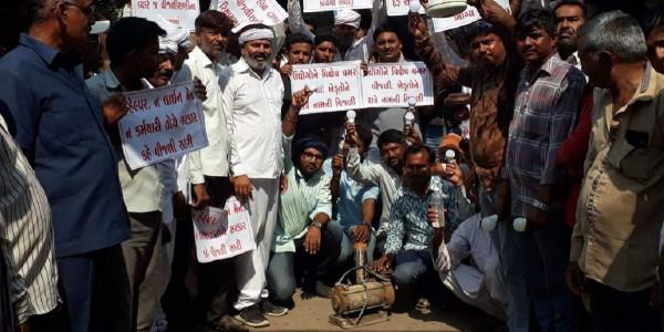 Dwarka farmers protest against erratic power supply